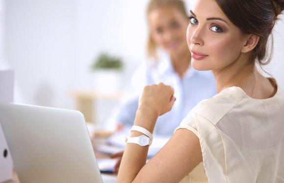 妊娠タイミング毎のメリットデメリットを考えている働く女性