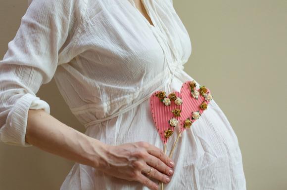 双子かどうかいつ分かるのだろうと考えている妊婦さん
