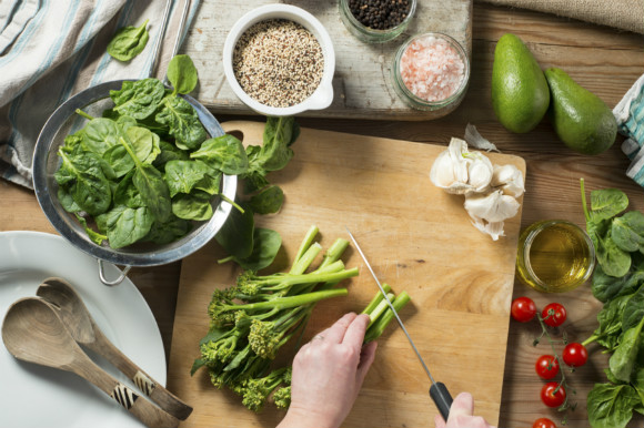 鉄分の多い食材を取り入れて妊活している女性