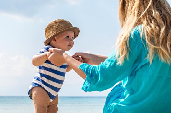 赤ちゃんと旅行に行っている様子