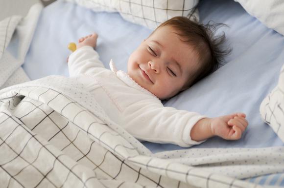 お昼寝用布団と赤ちゃん