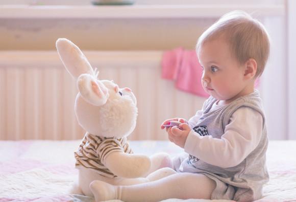 9ヶ月頃から1歳6ヶ月頃までの赤ちゃん