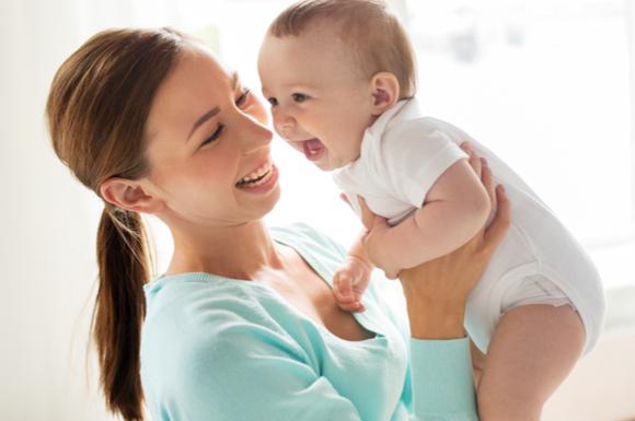 ベビーサインでイライラなく育児を楽しんでいるママ