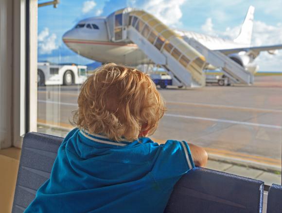 羽田空港に遊びに来ている子供