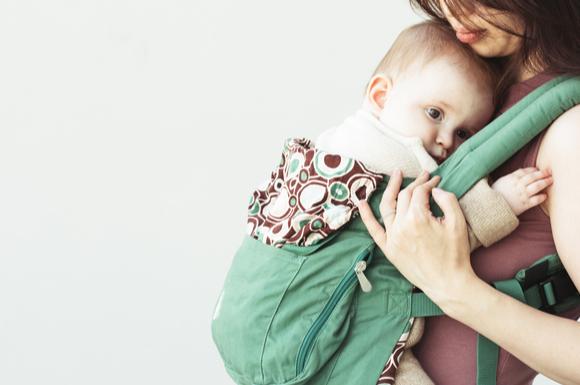 エルゴ抱っこ紐を使っているママ