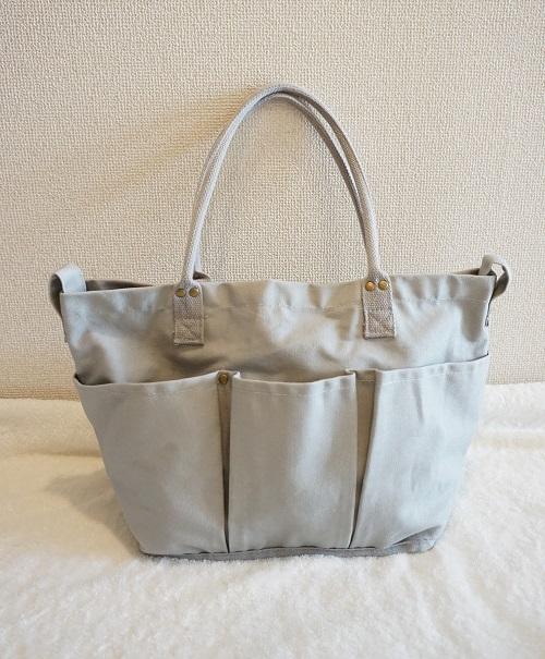 ニトリのマザーズバッグの外側の反対側のポケット