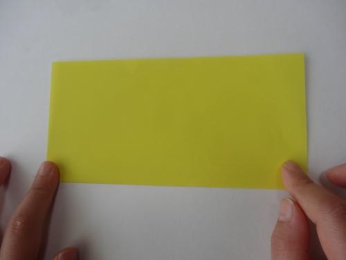 折り紙でお花を折る手順1