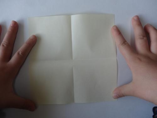 折り紙でお花を折る手順2