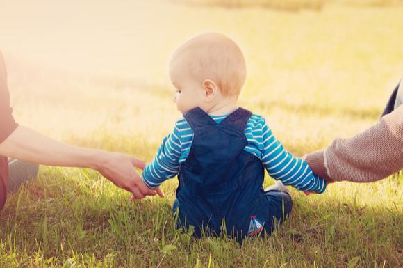 パパとママに愛されている赤ちゃん