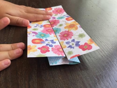折り紙でワンピースを折る手順