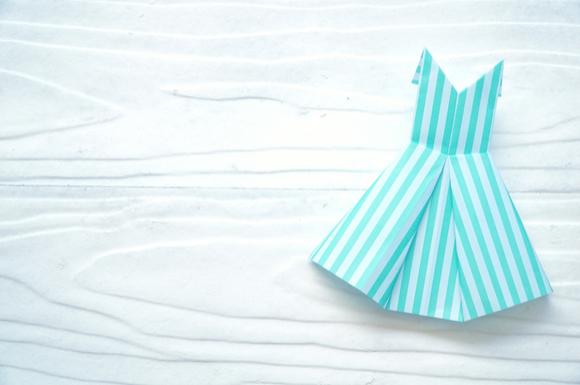 折り紙で折った洋服