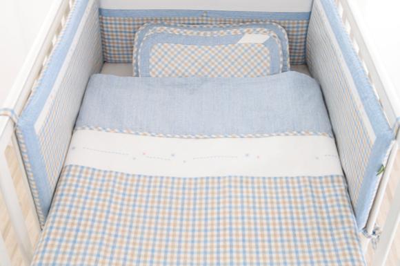 8de49612136c4 新生児の赤ちゃんは、睡眠リズムが整っていないため、1日に何回も眠ります。大人と違い赤ちゃんの体は未発達で、汗をかく量や体温調整もうまくできません。  ベビー布団 ...