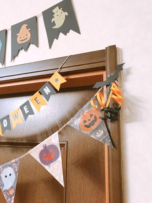 ハロウィン用手作りガーランドを実際にお部屋に飾っている様子