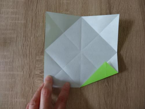 折り紙でお皿を折る折り方の手順の画像