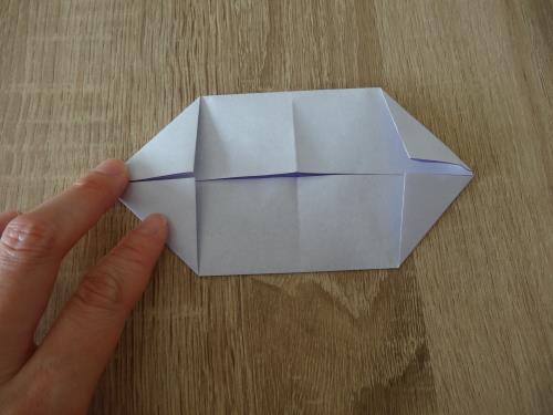 折り紙で立体的で水に浮かぶ船を作る手順