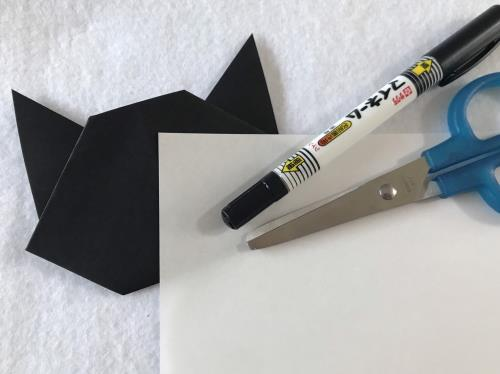 折り紙で魔女の宅急便の黒猫のジジを折る折り方の手順画像