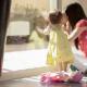 ベビーシッターの利用は働くママの強い味方!利用方法とメリット・デメリット